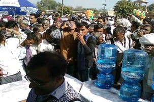 Distribution of free mineral water from akshay swachh jal at 2 year celebration of bjp