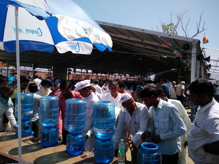 ASJ distributing free Mineral Water at Congress Adhiveshan 2