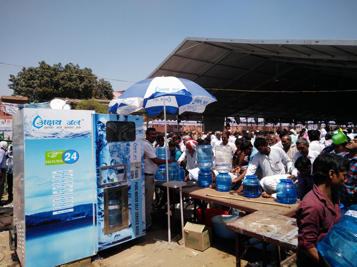 ASJ distributing free Mineral Water at Congress Adhiveshan 1
