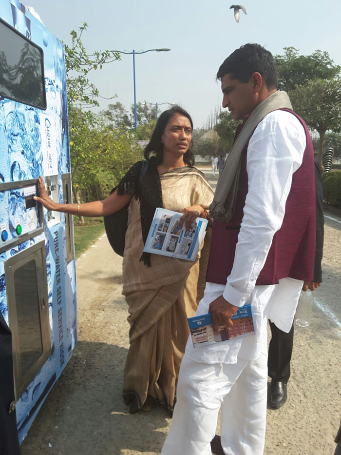 Mrs. Jaya Goyal explaining the functioning of Water ATM