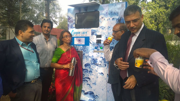 The dignitaries drinking Askhay Swachh Jal